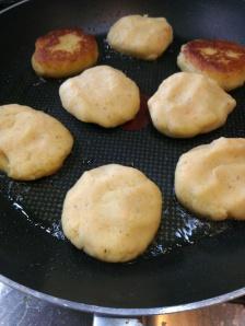 Kartoffelburger in der Pfanne
