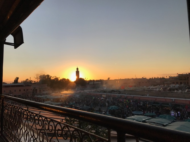 Djemaa el Fna bei Sonnenuntergang